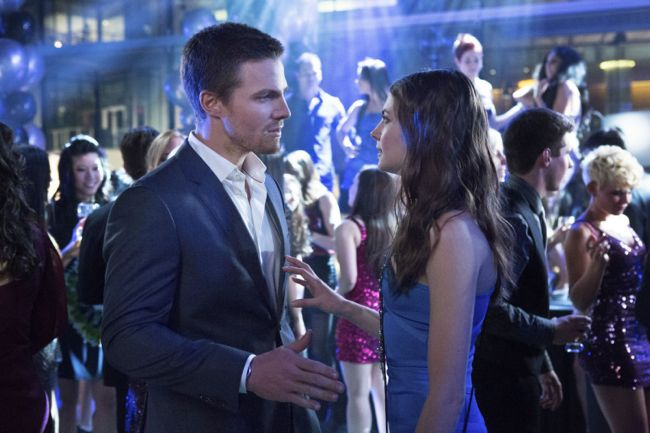 "Arrow -- ""Pilot"" -- AR101g-0336 -- Pictured (L-R): Stephen Amell as Oliver Queen, Willa Holland as Thea -- Photo: Jack Rowand/The CW ©2012 The CW Network. All Rights Reserved."