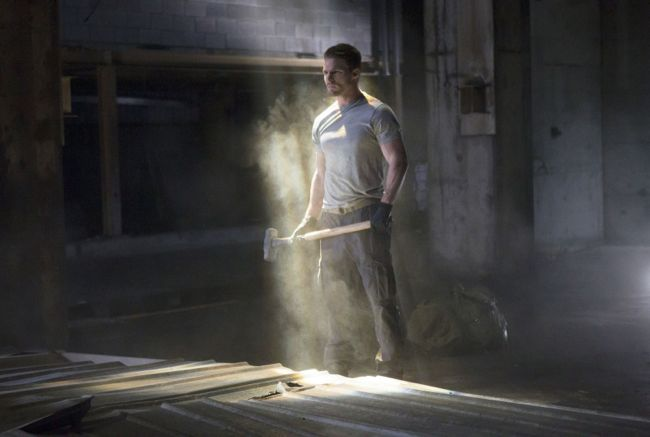 "Arrow -- ""Pilot"" -- Image AR101e-0320 -- Pictured: Stephen Amell as Oliver Queen -- Photo: Jack Rowand/The CW ©2012 The CW Network. All Rights Reserved."